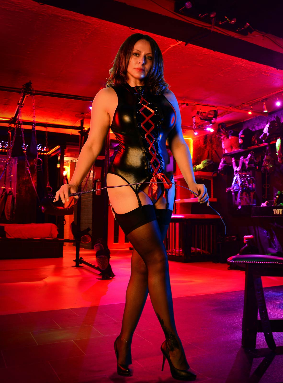 Miss DeLaVere Electrical Play   UK Financial Dominatrix